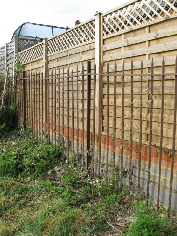 Fig. 2: fencing still in place around former Sisters Hospital site (2020) | Elizabeth Rolfe